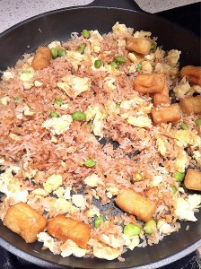 Fried rice with tofu puffs